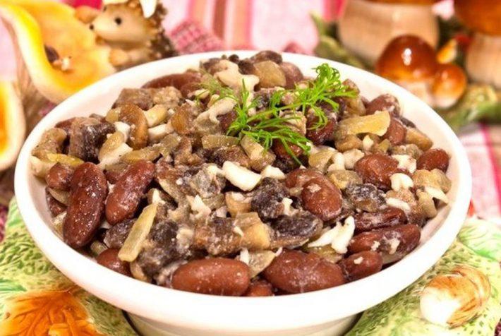 Рецепт салата с фасолью и мяса с грибами.