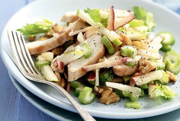 Рецепт салата из сельдерея и курицы