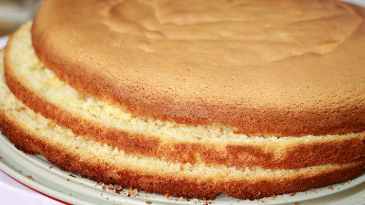 Вкусные рецепт приготовления бисквита на йогурте в домашних условиях.