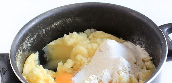 Как приготовить пирожки с капустой на картофельном тесте?