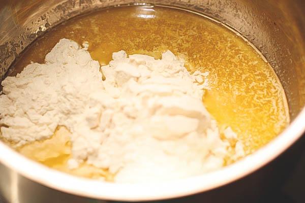 Просто рецепт сливочного соуса Бешамель.