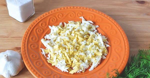 Как приготовить вкусный салат с кальмарами?