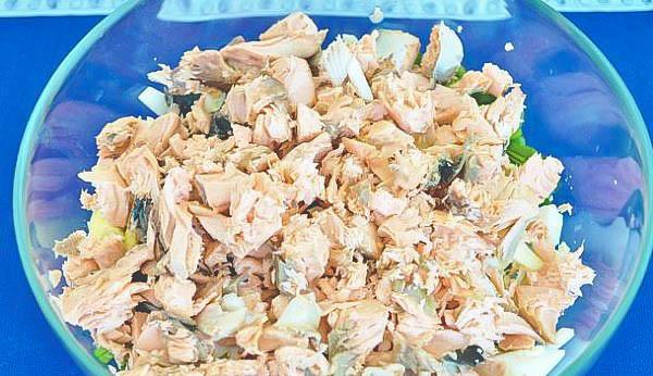 Домашний рыбный салат.
