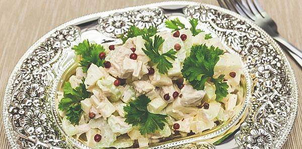 Простой рецепт салат из сельдерея.