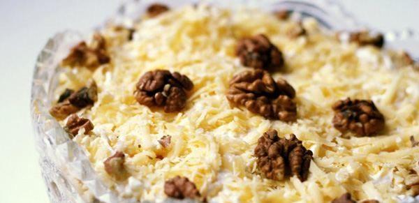 Рецепт салата с сыром, курицей и грибами.