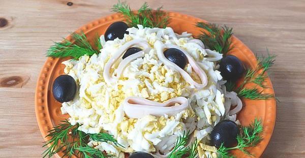 Как готовить кальмар? Приготовление простого салата.