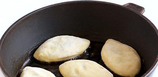Пирожки в домашних условиях на сковороде.