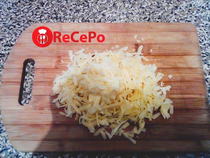 Как приготовить свинину под сыром в духовке?