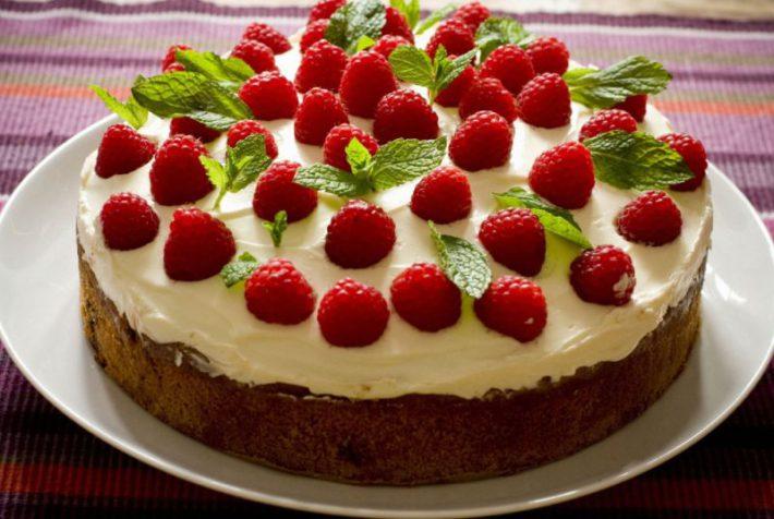 Бисквитный торт: вкусный и простой.