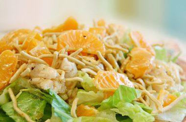 Рецепт вкусного салата из апельсин с курицей.