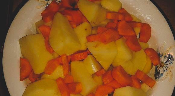 Просто рецепт рисового супа с мясными фрикадельками.
