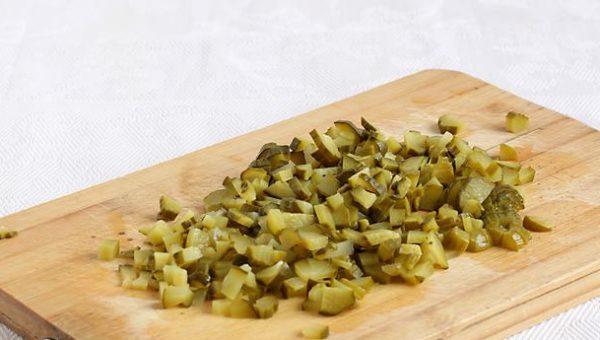Домашний салат из фасоли и мяса.