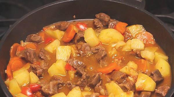 Как приготовить гуляш с картошкой и говядиной?