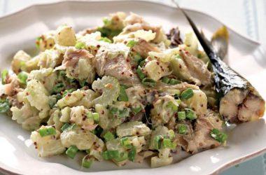 Как приготовить салат со скумбрией в домашних условиях?