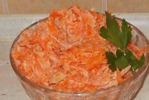 Быстрый домашний салат из моркови.