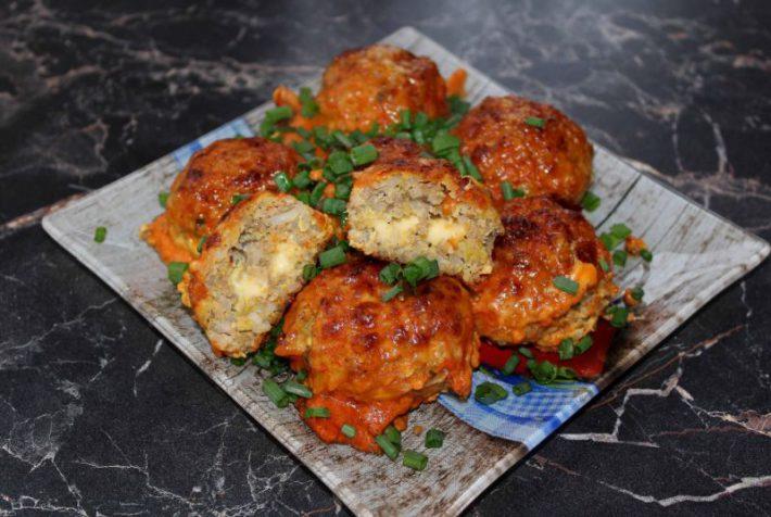 Простой рецепт приготовления мясных ёжиков с рисом и сыром в духовке в домашних условиях.